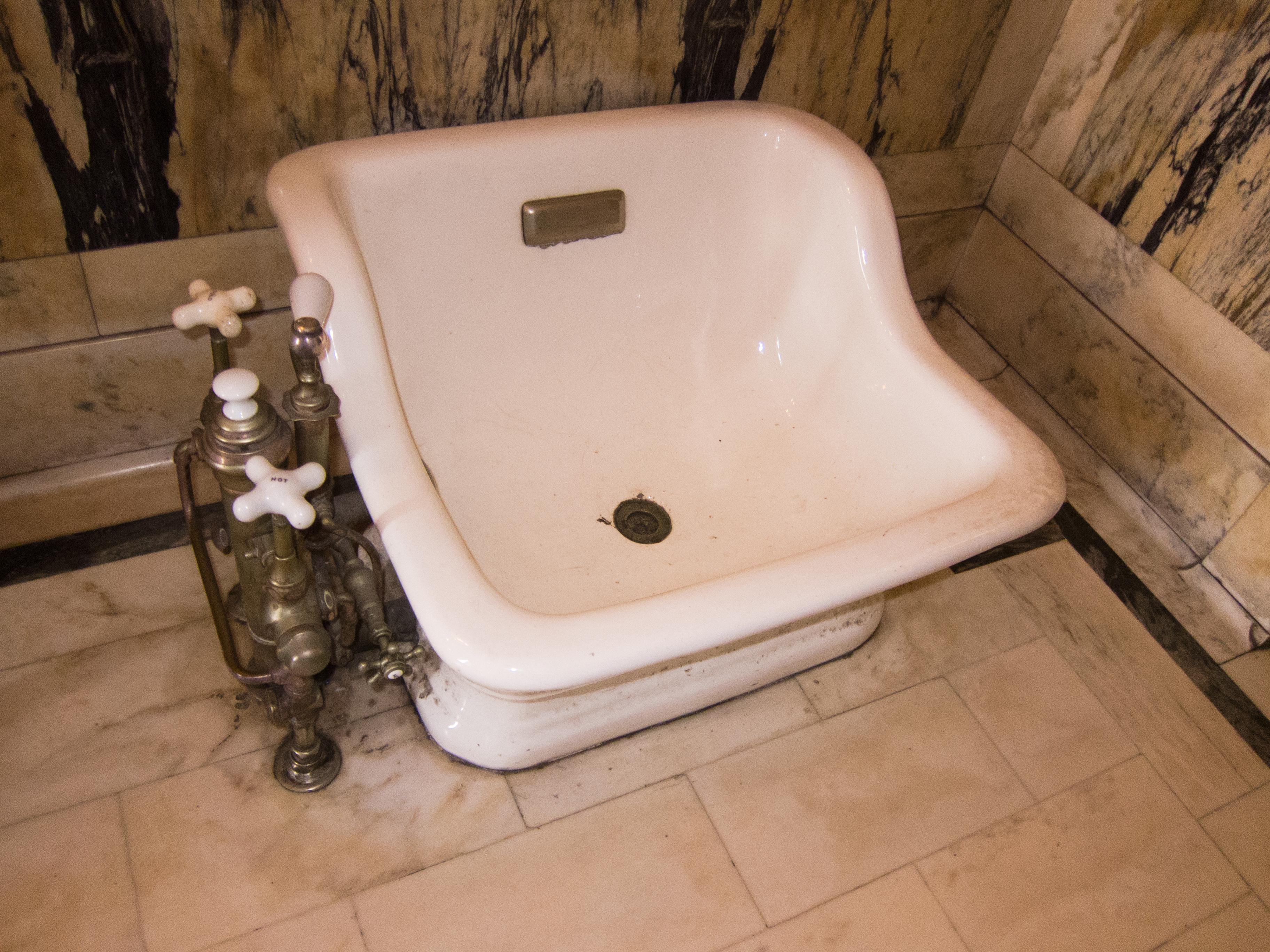 File:Antique foot bath - Casa Loma.jpg - Wikimedia Commons
