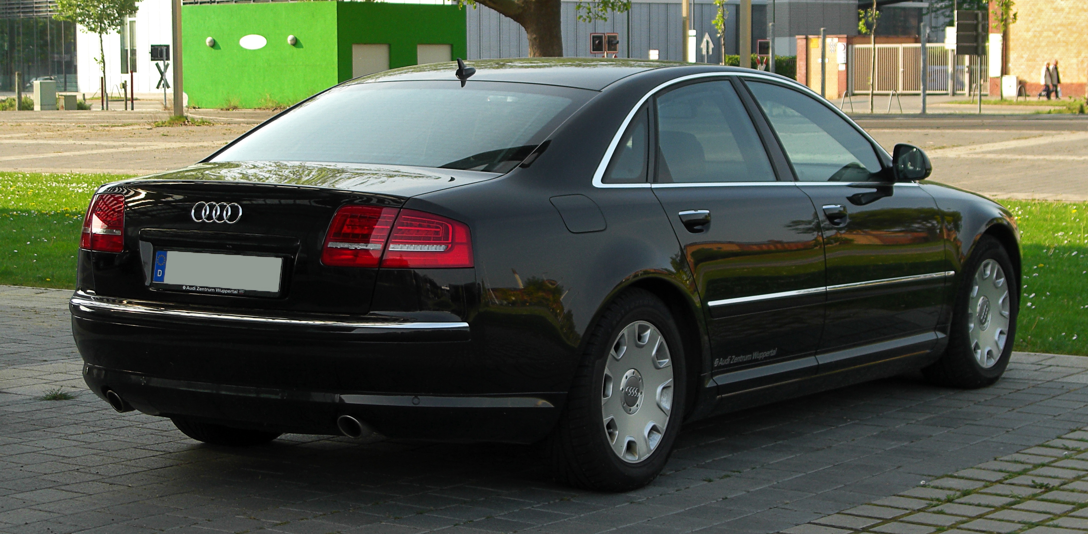 File:Audi A8 quattro (D3, 2. Facelift) – Heckansicht, 30. April 2011 ...