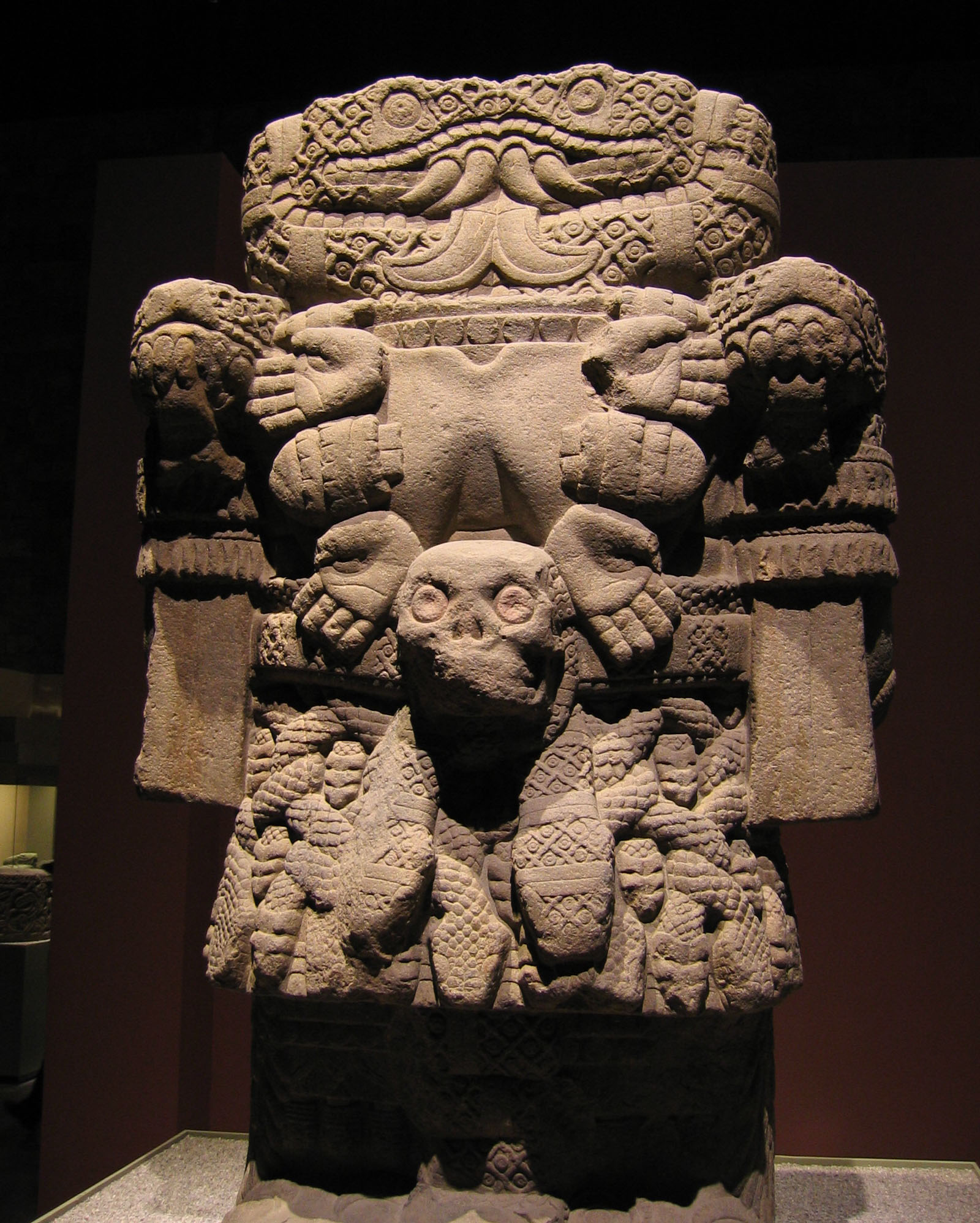 File:Aztec statue of Coatlicue, the earth goddess.jpg ...