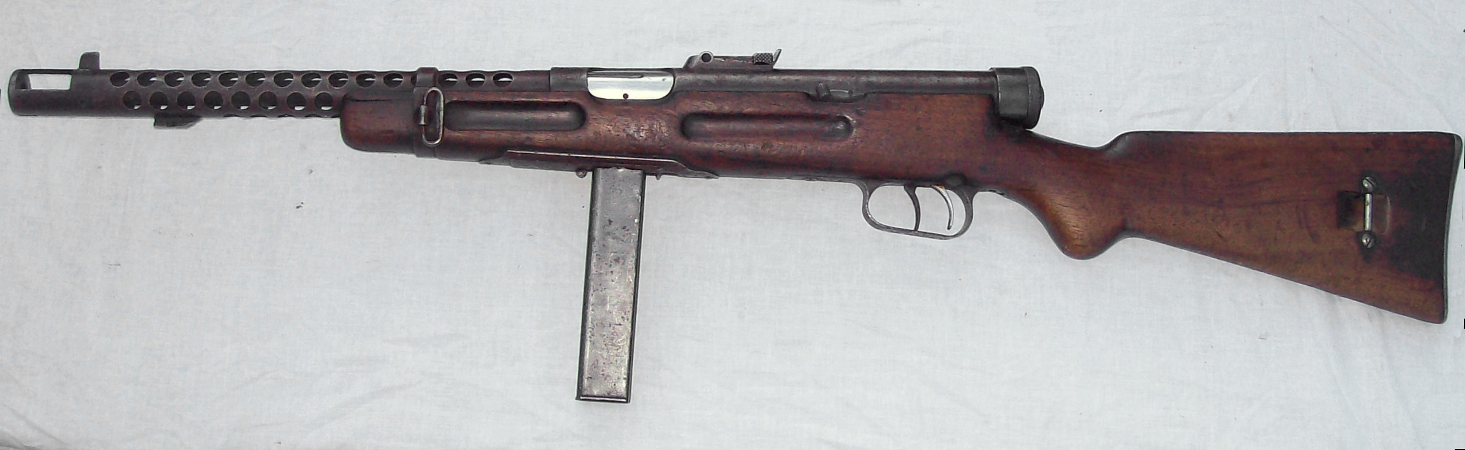 https://upload.wikimedia.org/wikipedia/commons/2/2c/Beretta_38.jpg