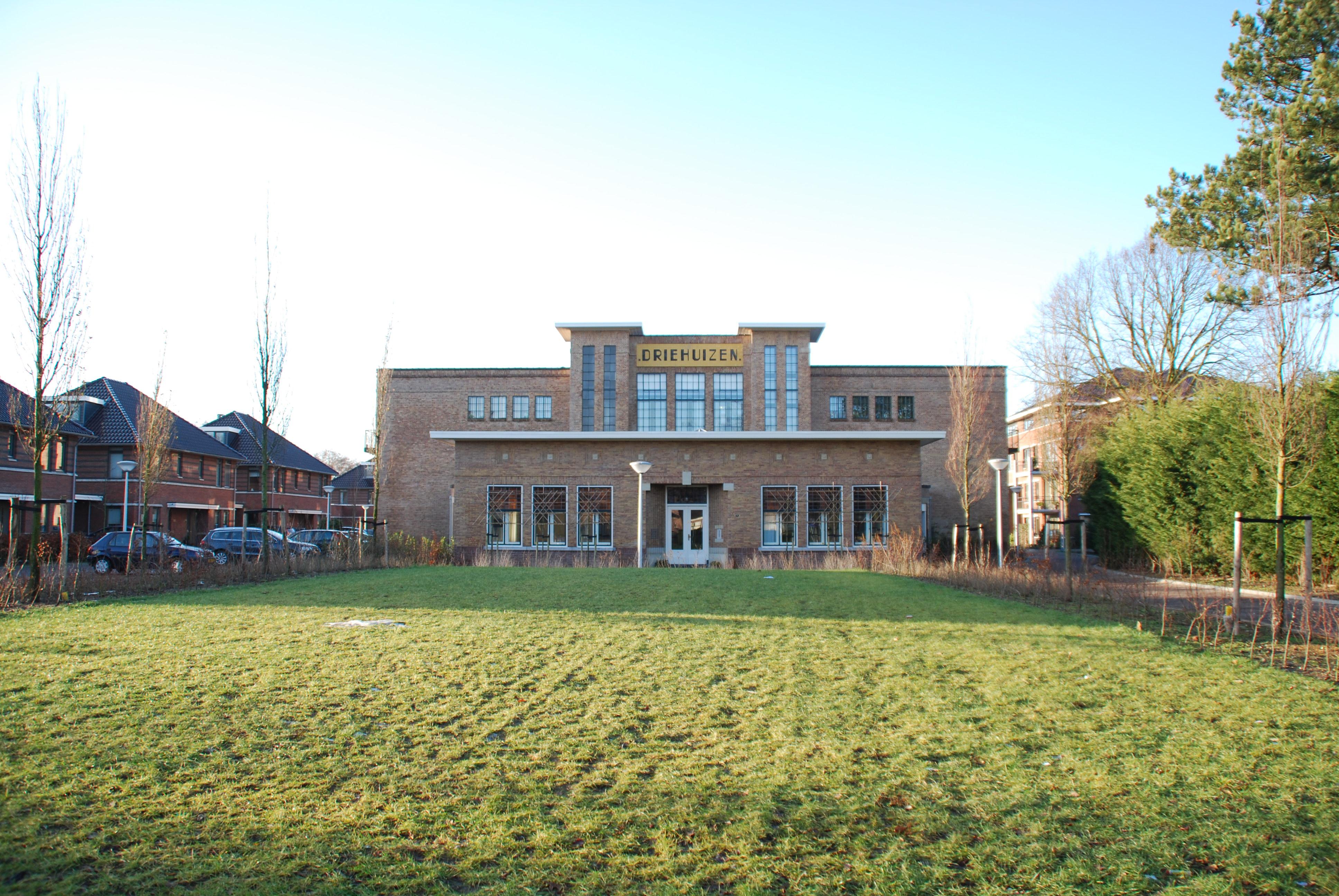 File bollenschuur driehuizen lisse jpg wikimedia commons - Oude huis fotos ...