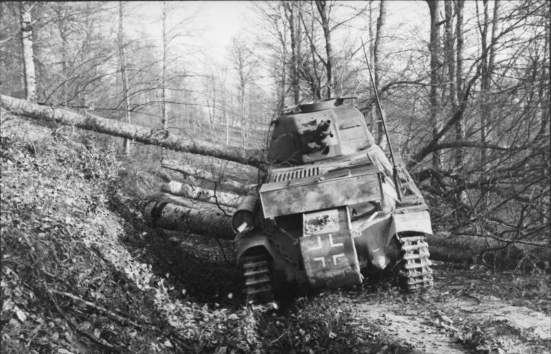 Guérilla et contre-guérilla dans les Balkans [Dossier photo] Bundesarchiv_Bild_101I-173-1143-17,_Balkan,_Beutepanzer_H39_im_Wald