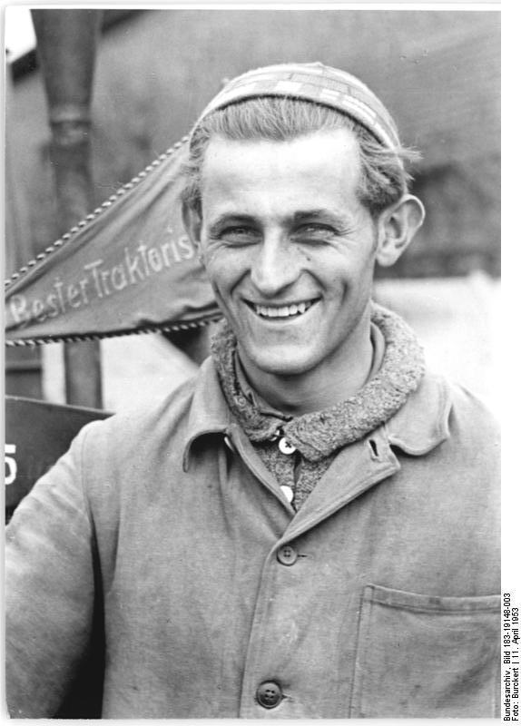 Bundesarchiv Bild 183-19148-003, Grosskochberg, der beste Traktorist