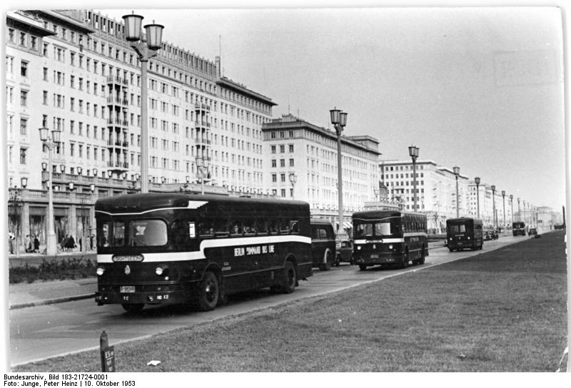 file bundesarchiv bild 183 21724 0001 berlin bau karl marx allee us busse bei. Black Bedroom Furniture Sets. Home Design Ideas