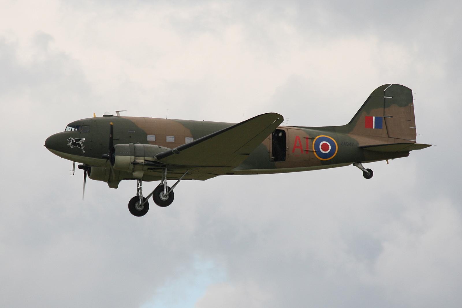 Douglas C-47 Skytrain ...