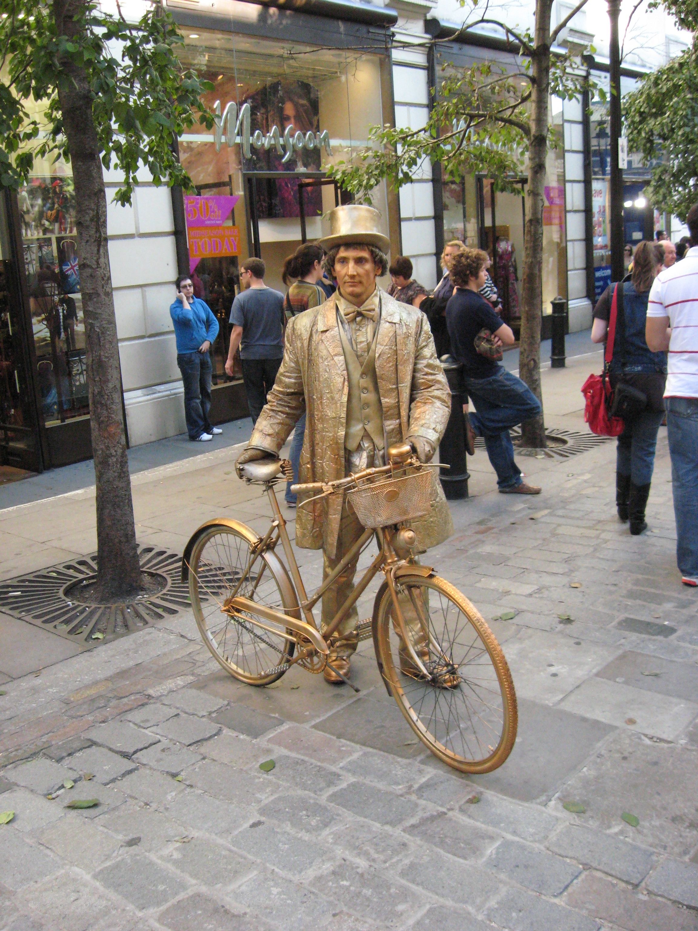 File:Covent Garden Living Statue