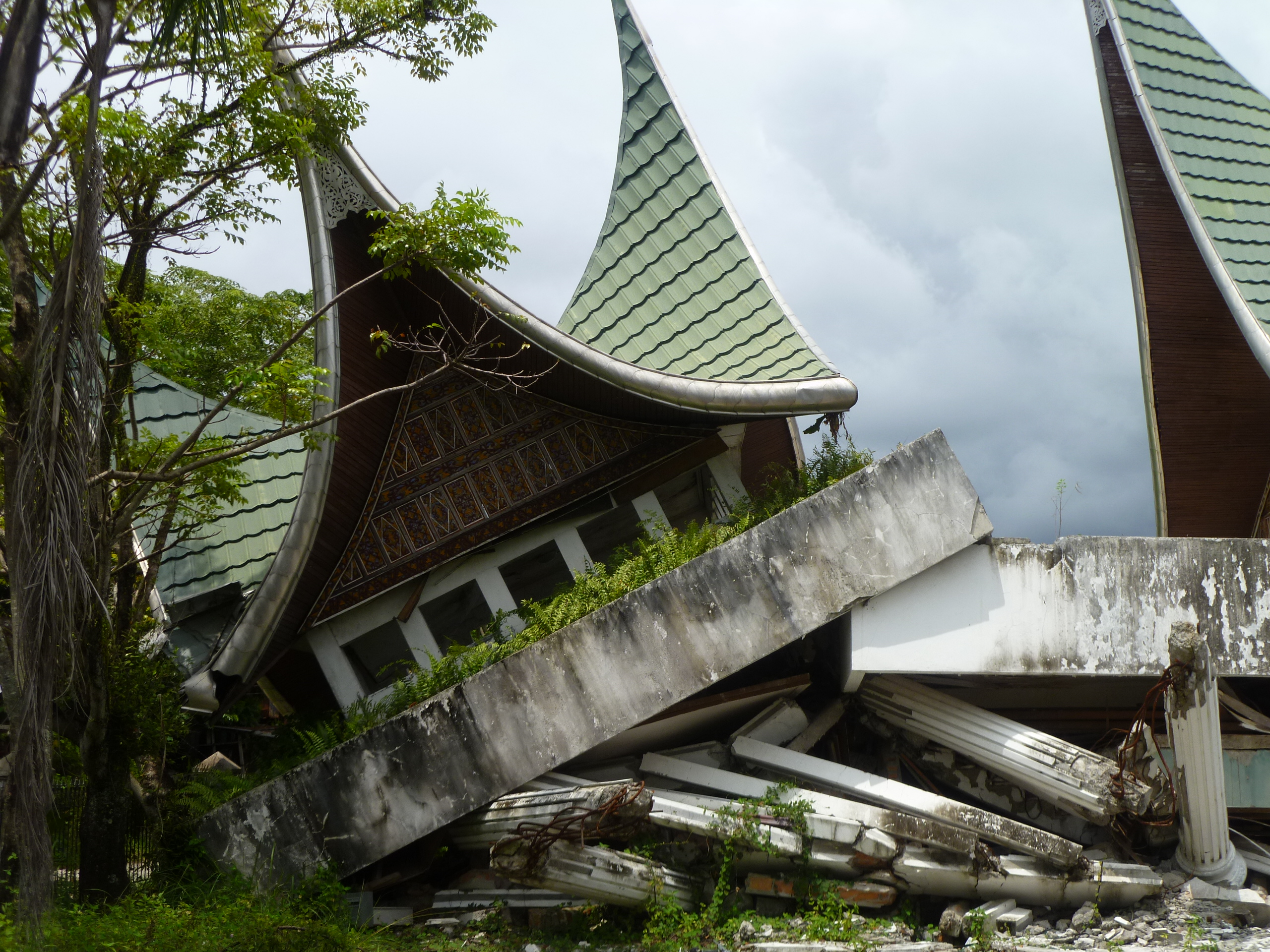 file damage from the 2009 padang earthquake indonesia 2009 photo ausaid