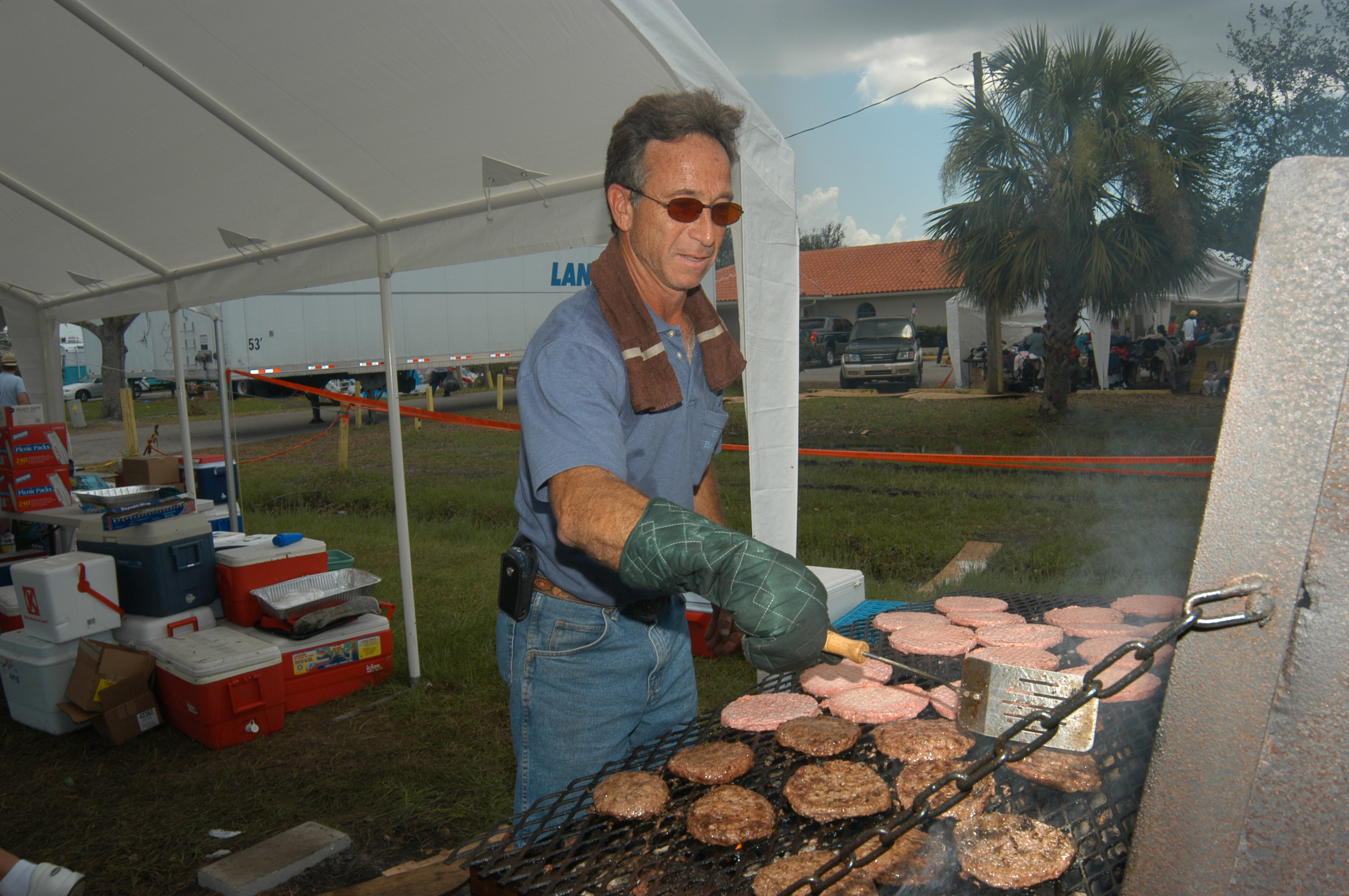 Arcadia, FL, August 29, 2004 -- A Catholic Relief Charities volunteer cooks burgers for residents affected by Hurricane Charlie
