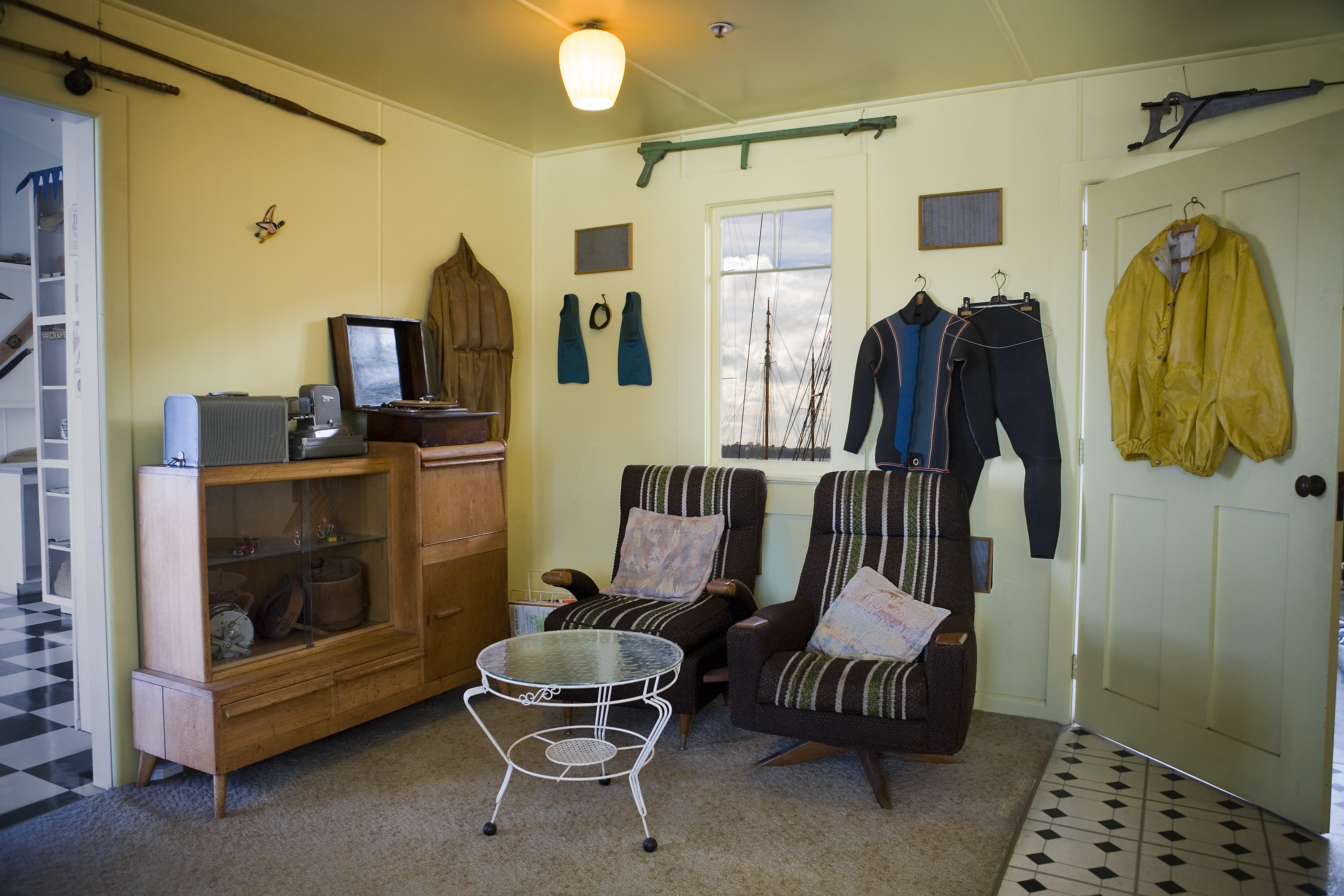 FileFurniture and scuba gear in a beach house Auckland  1032