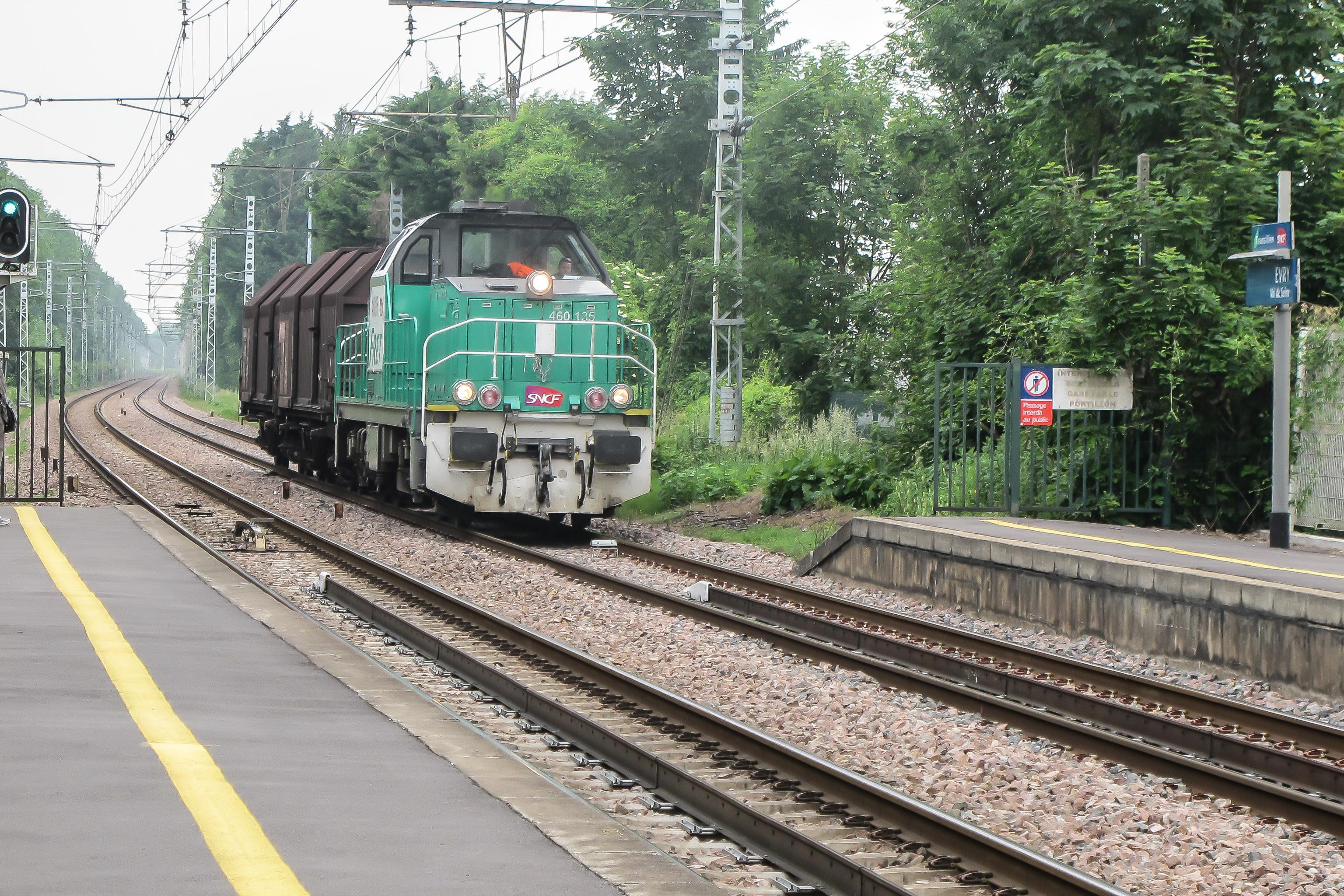 File:Gare d'Evry-Val-de-Seine - 2012-05