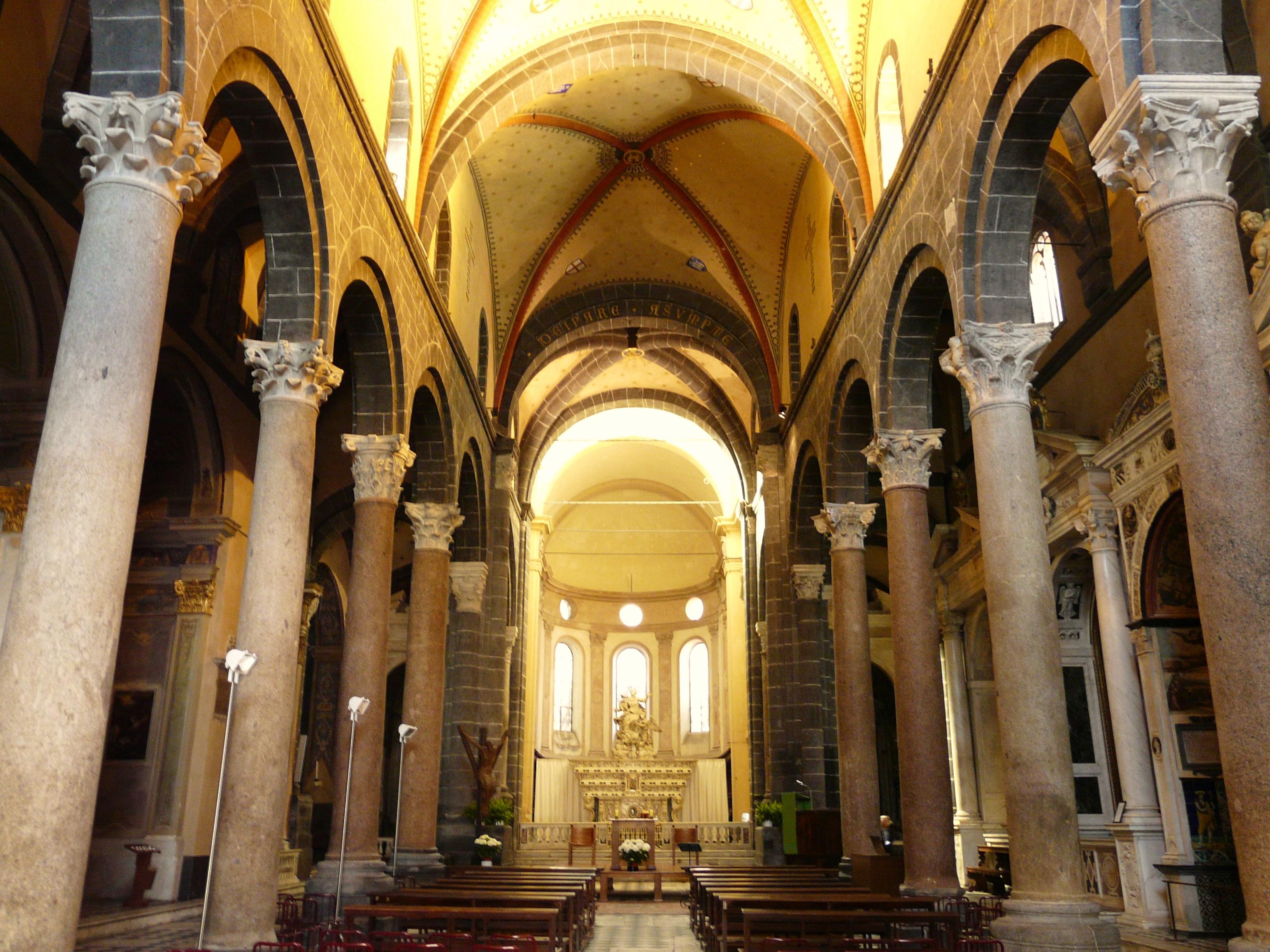 Genova-chiesa di santa maria di castello-interno navata.jpg