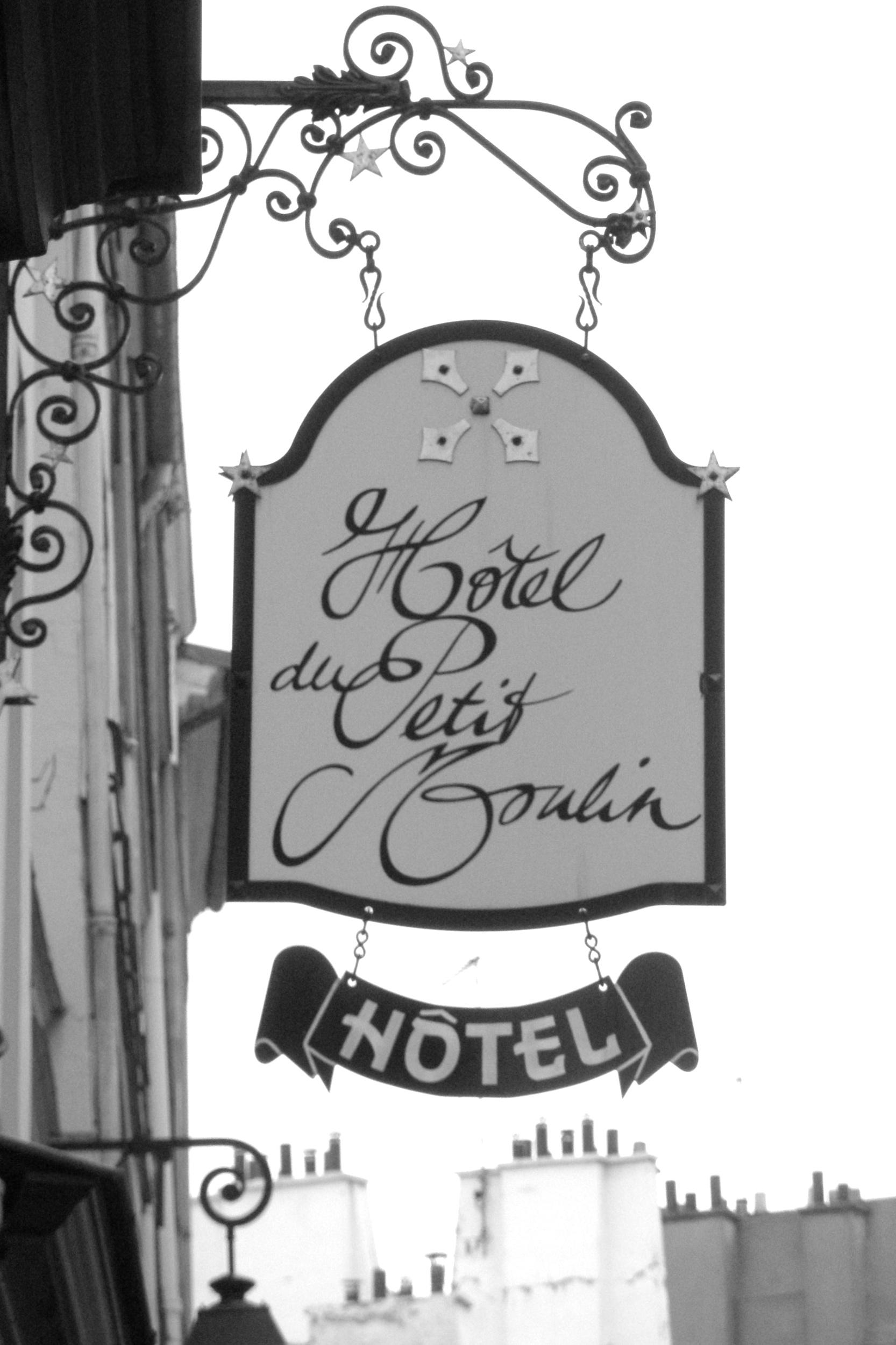 Rue Petit Hotel Paris