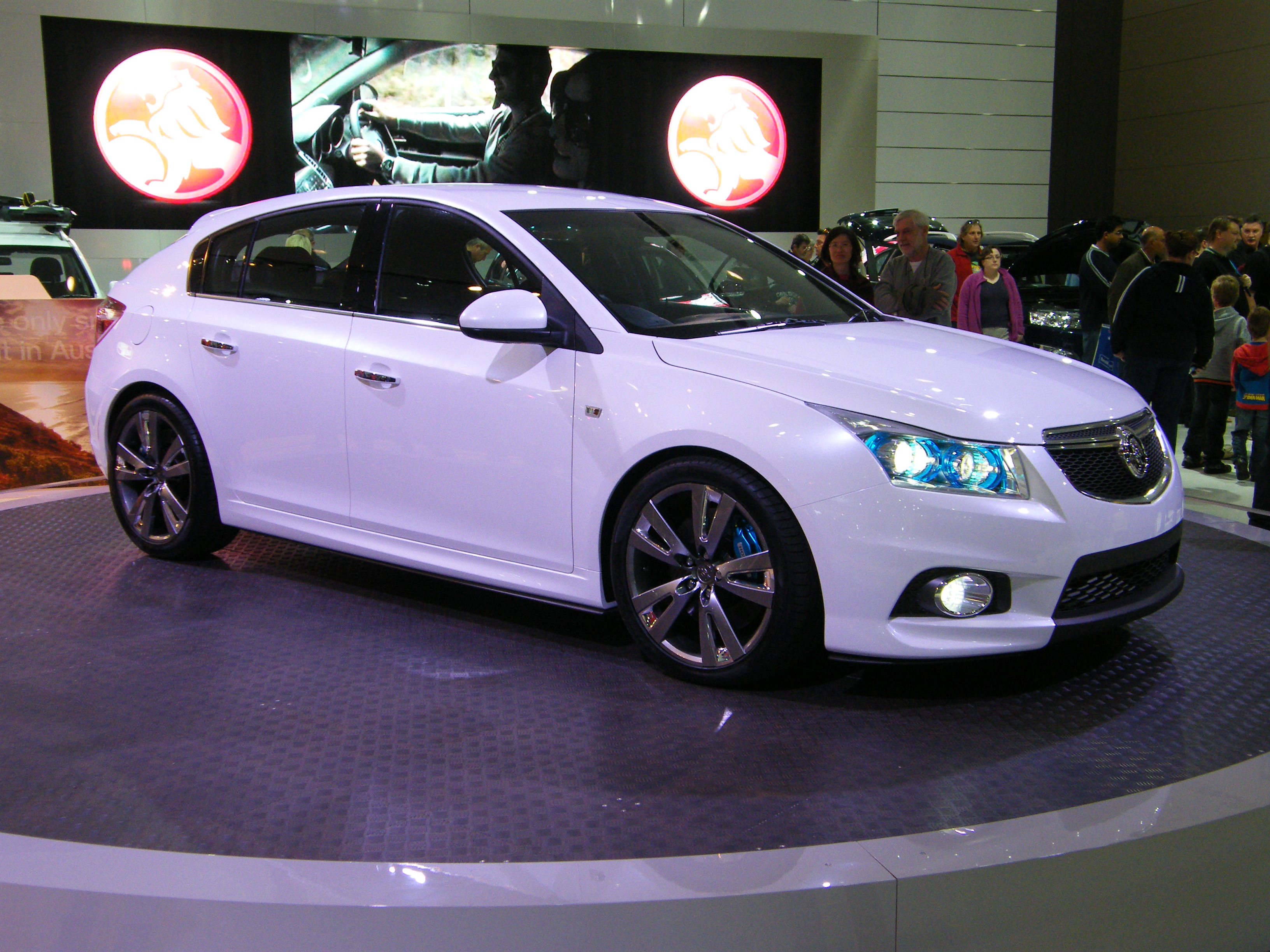 File Holden Cruze Hatch Front Jpg Wikimedia Commons