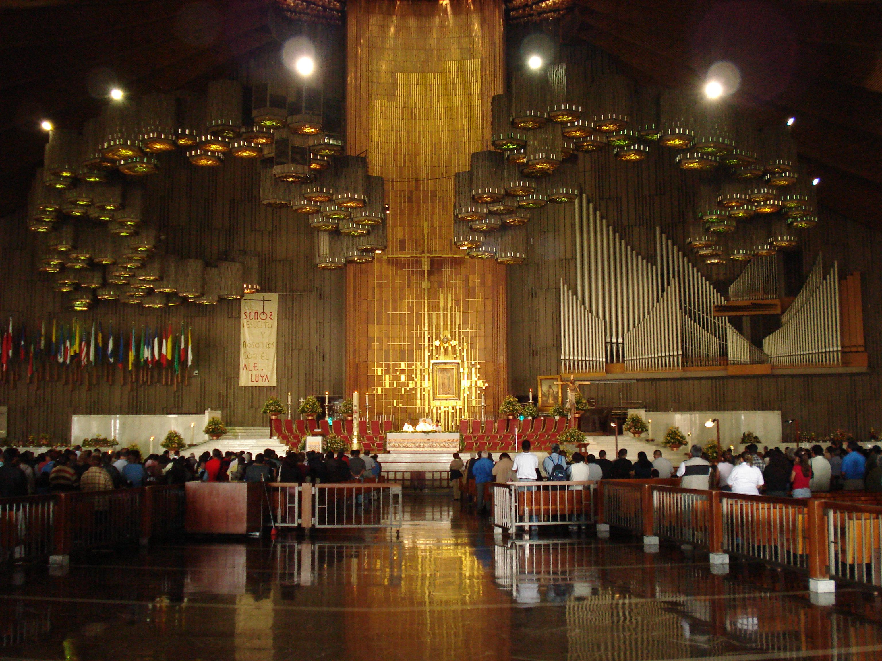 File:Interior de la Basilica de Guadalupe - panoramio.jpg ...