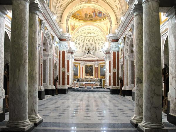 Questa immagine ha l'attributo alt vuoto; il nome del file è Interno_basilica_santalfonso.jpg