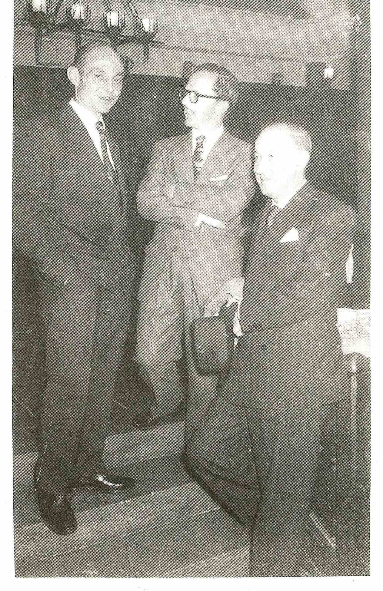 Gerardo Diego, a la derecha