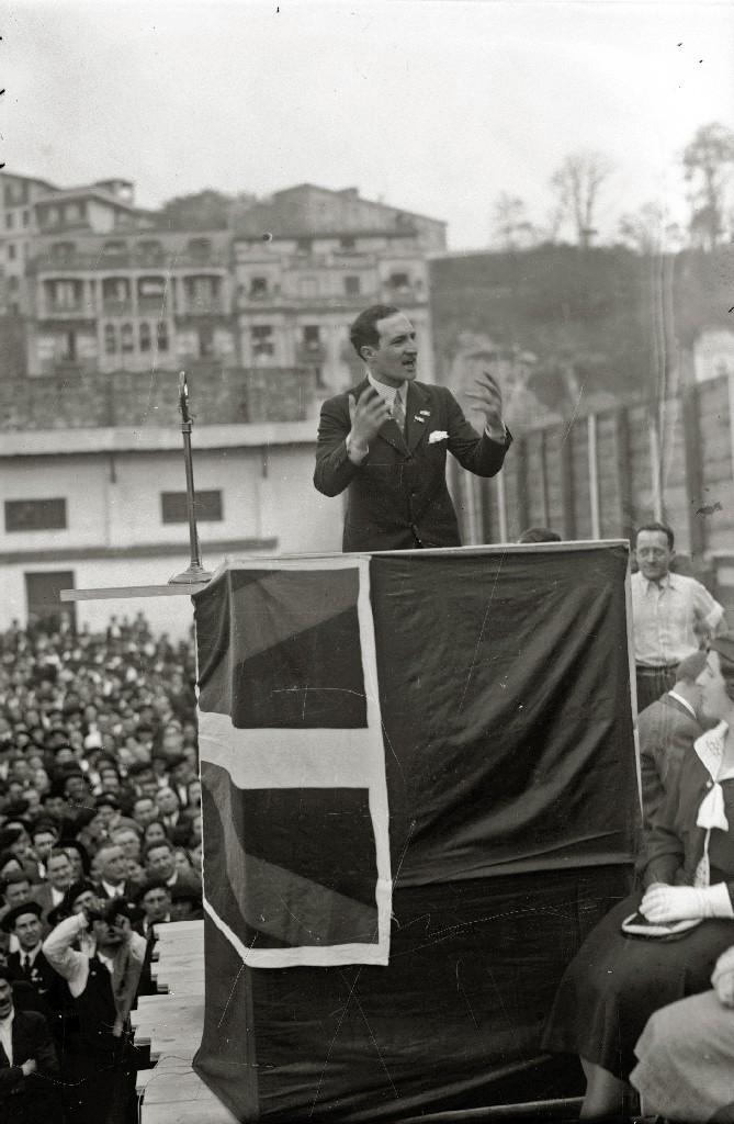 José Antonio Aguirre durante un discurso en el Aberri Eguna de 1933 celebrado en San Sebastián.