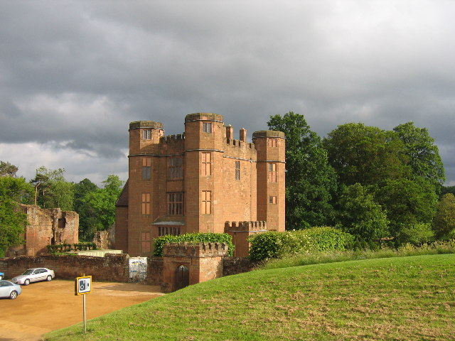 File:Kenilworth Castle4.jpg