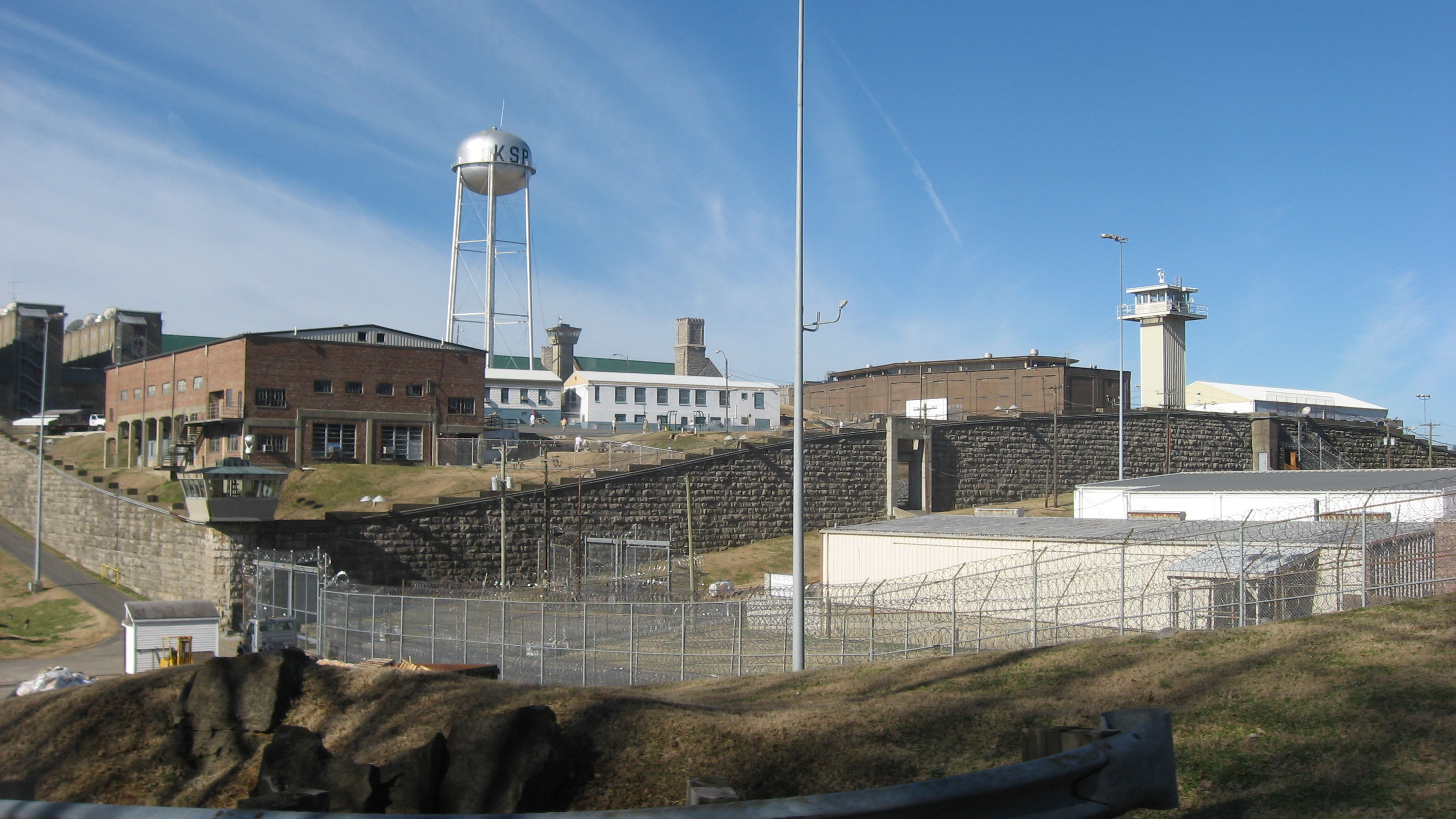 Eddyville (KY) United States  city images : Kentucky State Penitentiary from east Wikimedia Commons