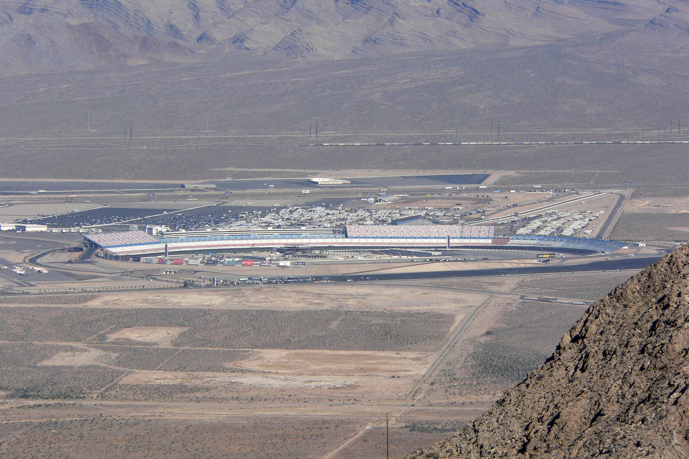 Las vegas motor speedway length for Hotels by las vegas motor speedway