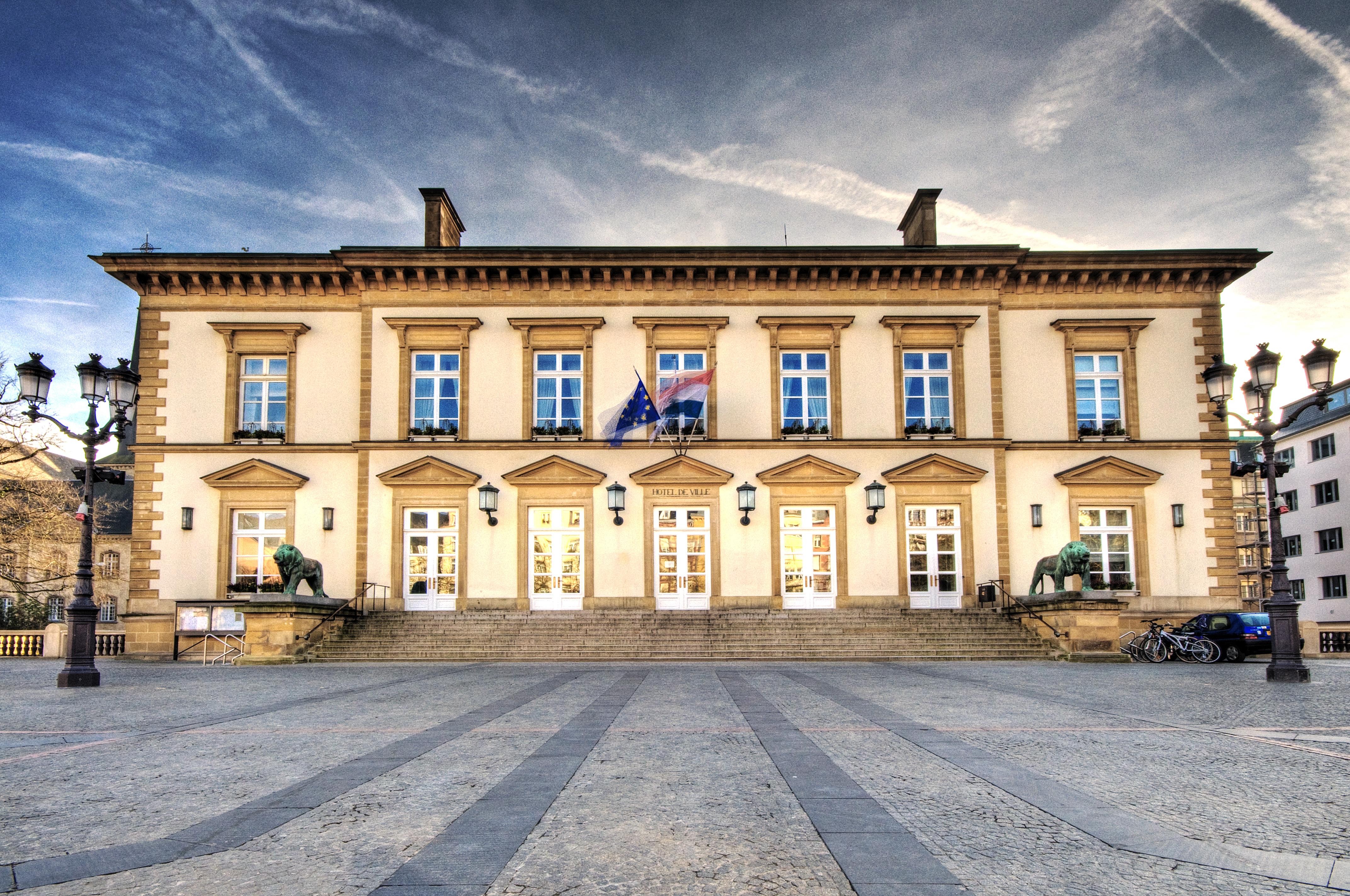 File luxembourg hotel de ville 2232245399 jpg for Piscine de luxembourg