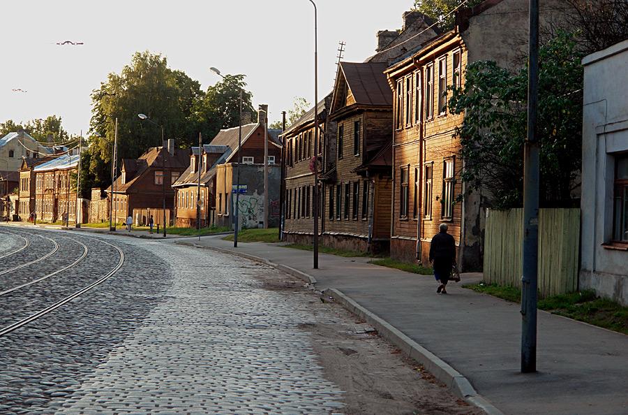 Rue pavée du quartier Maskavas Forstate de Riga.