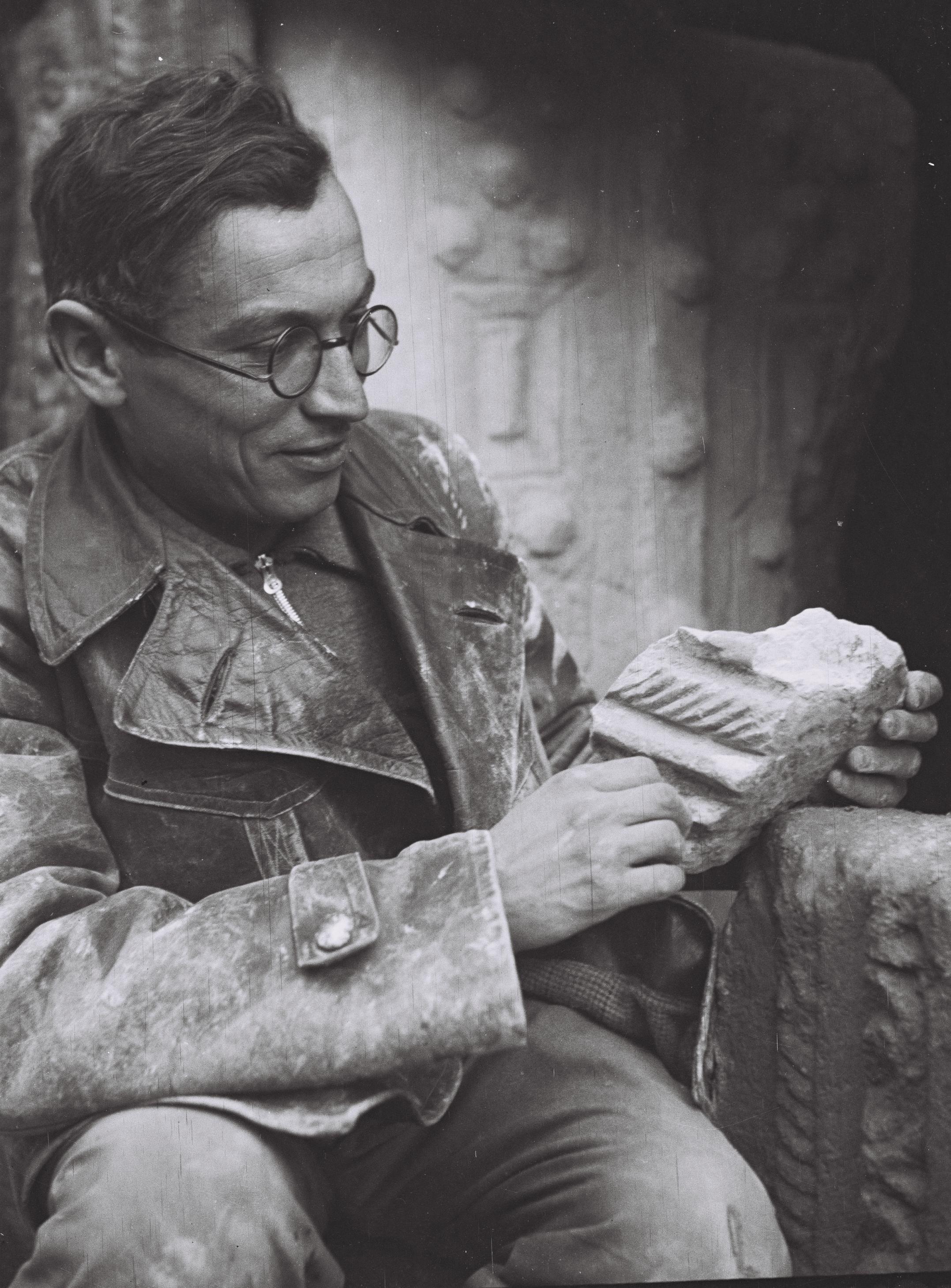 Benjamin Mazar in 1936, at [[Bet Shearim]]