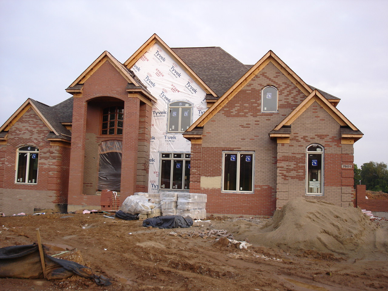 File Mcmansion Under Construction Jpg Wikimedia Commons