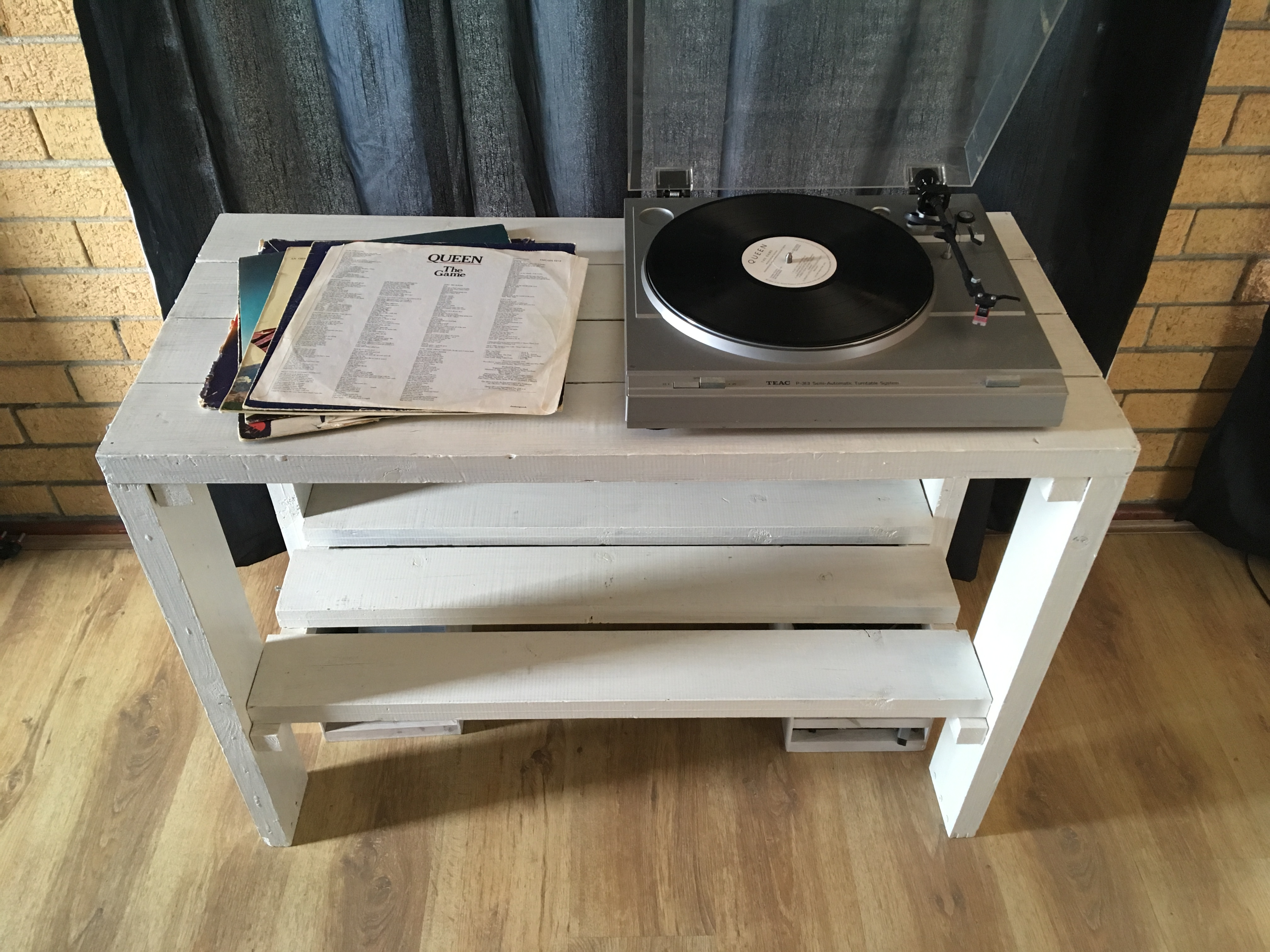 File Modern Diy White Record Player Stand Jpg Wikimedia Commons