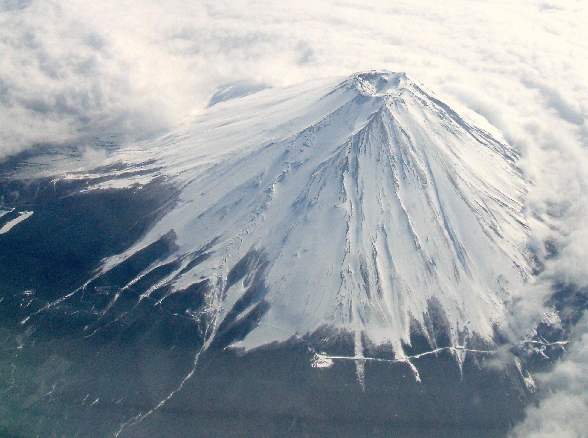 File:Mt,Fuji 2007 Winter 28000Ft.JPG