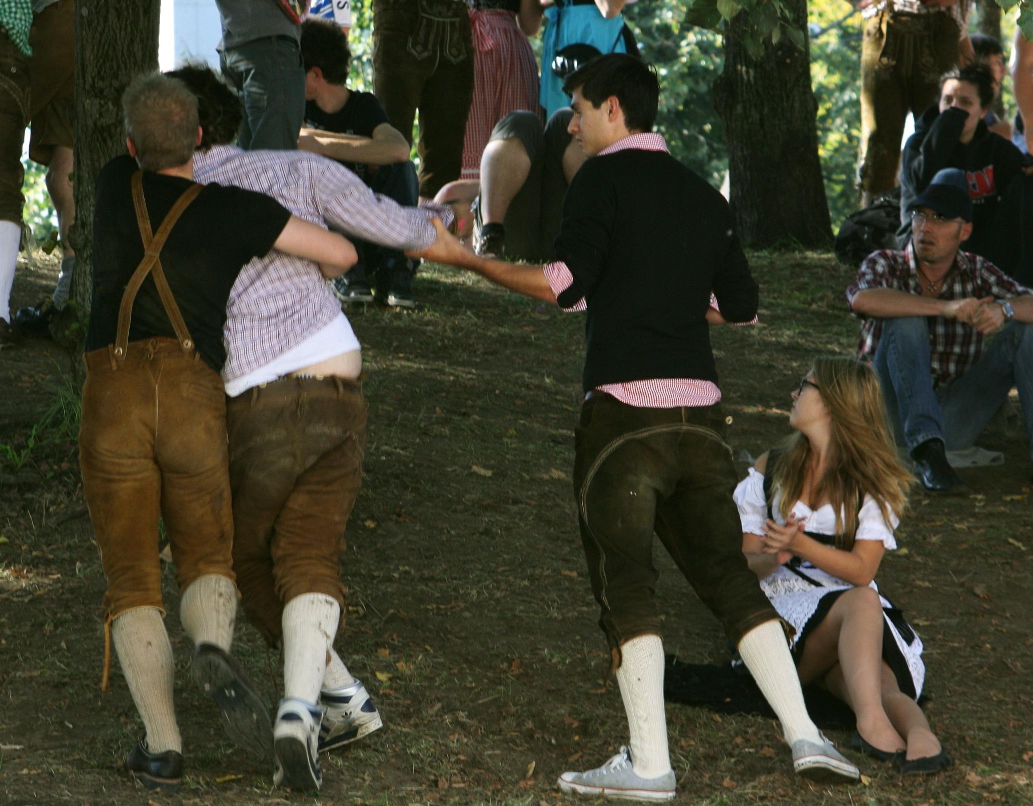 File:Oktoberfest 2011 drunk male 0011.JPG - Wikimedia Commons