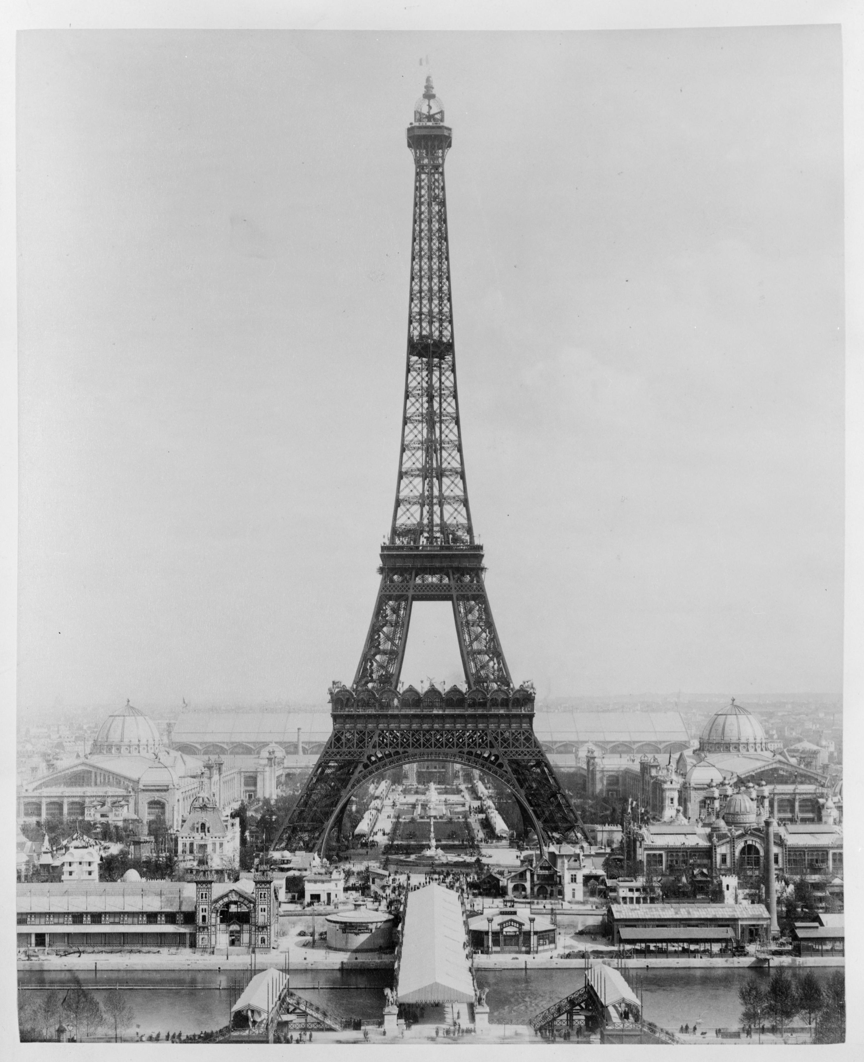 Description paris eiffel tower on completion