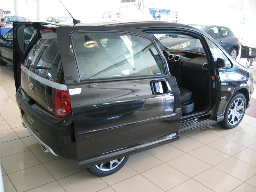 peugeot 1007 car interior design