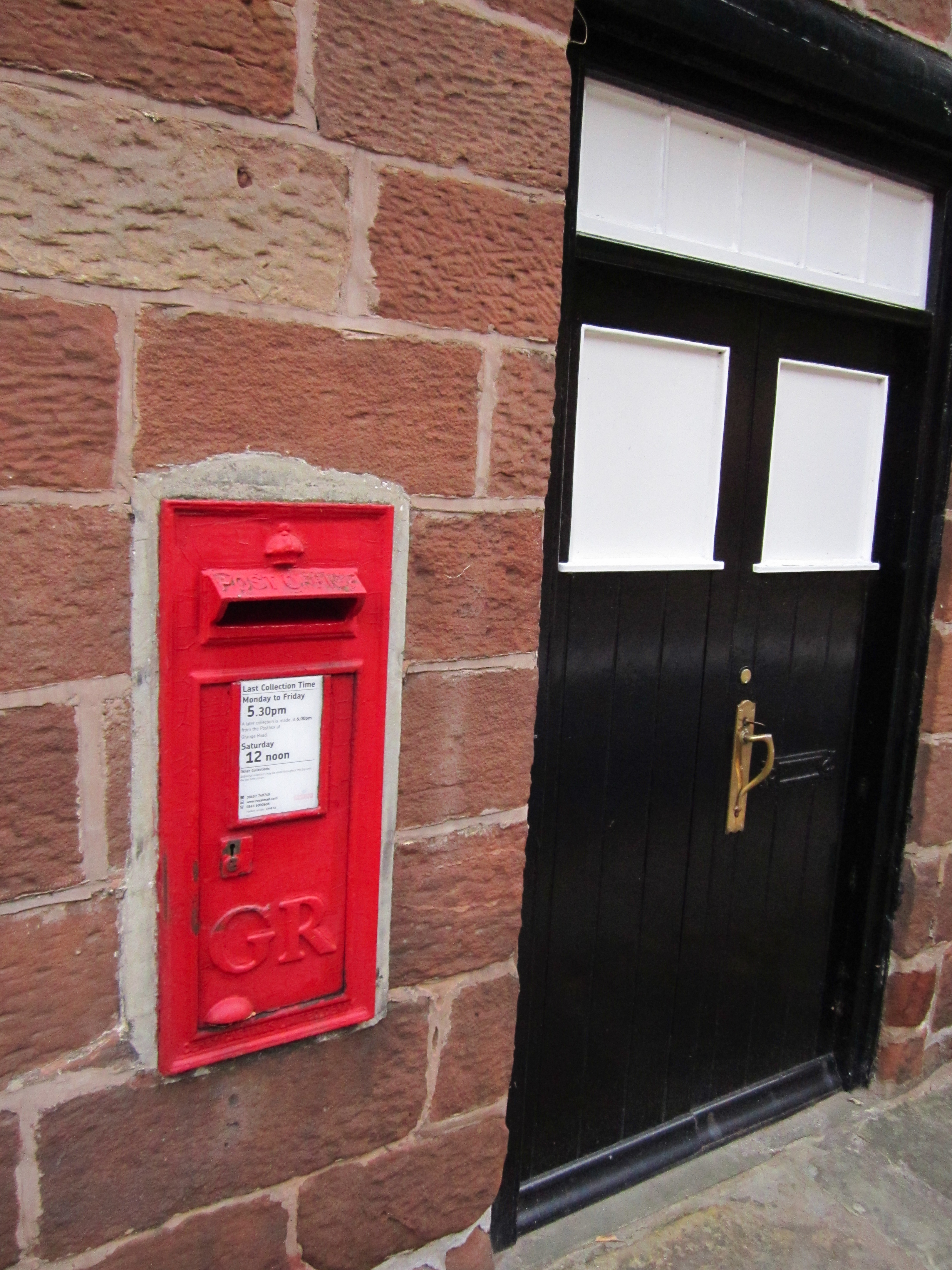 File:Postbox and front door, Caldy.JPG - Wikimedia Commons