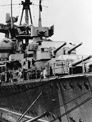 Prinz Eugen Kiel rear guns.jpg