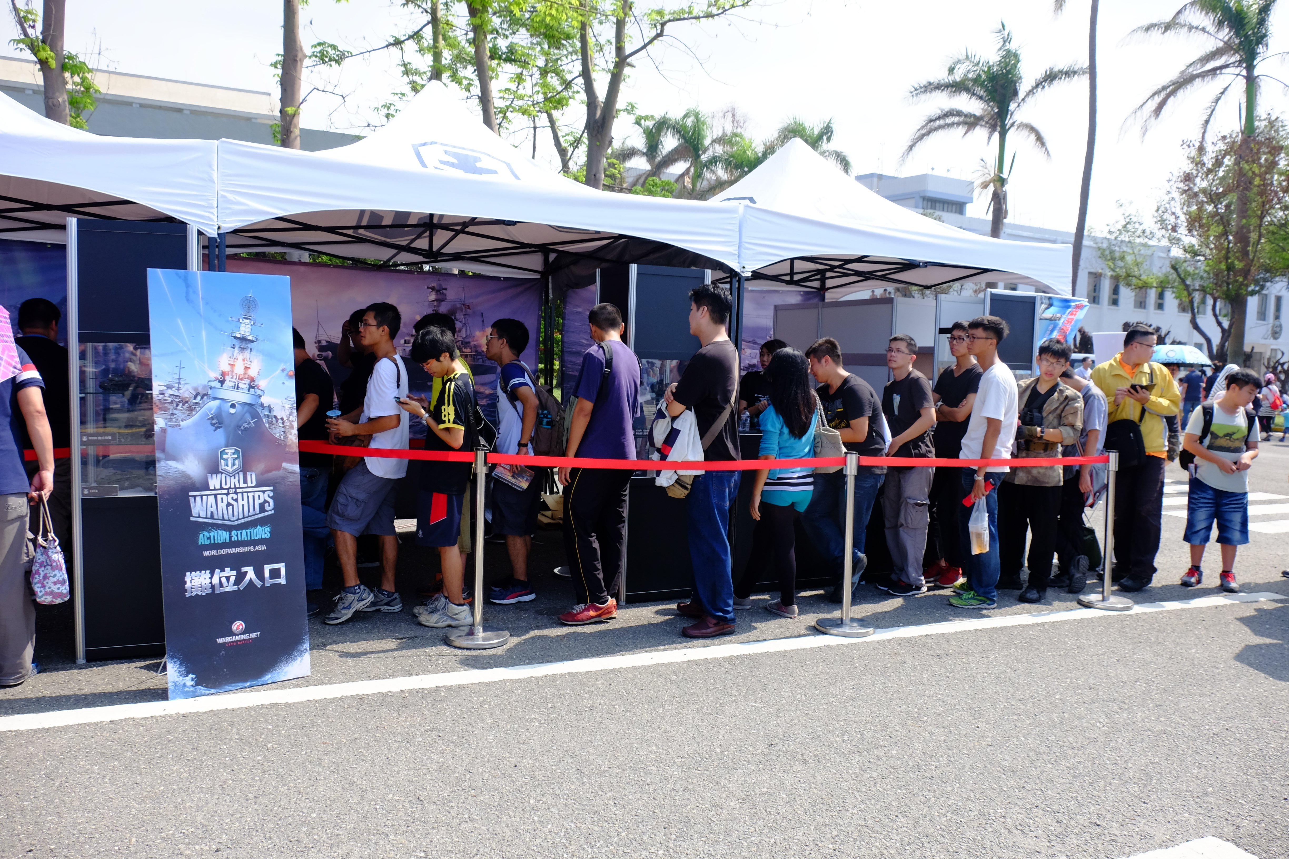 File:Queue of Visitors for Exercise World of Warships in
