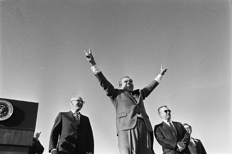 File:Richard Nixon victory wave.jpg