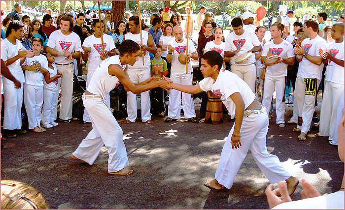 Ficheiro:Roda de capoeira1.jpg
