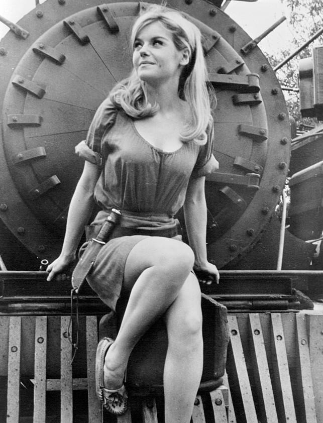 File:Sharon Farrell 1967.jpg - Wikimedia Commons