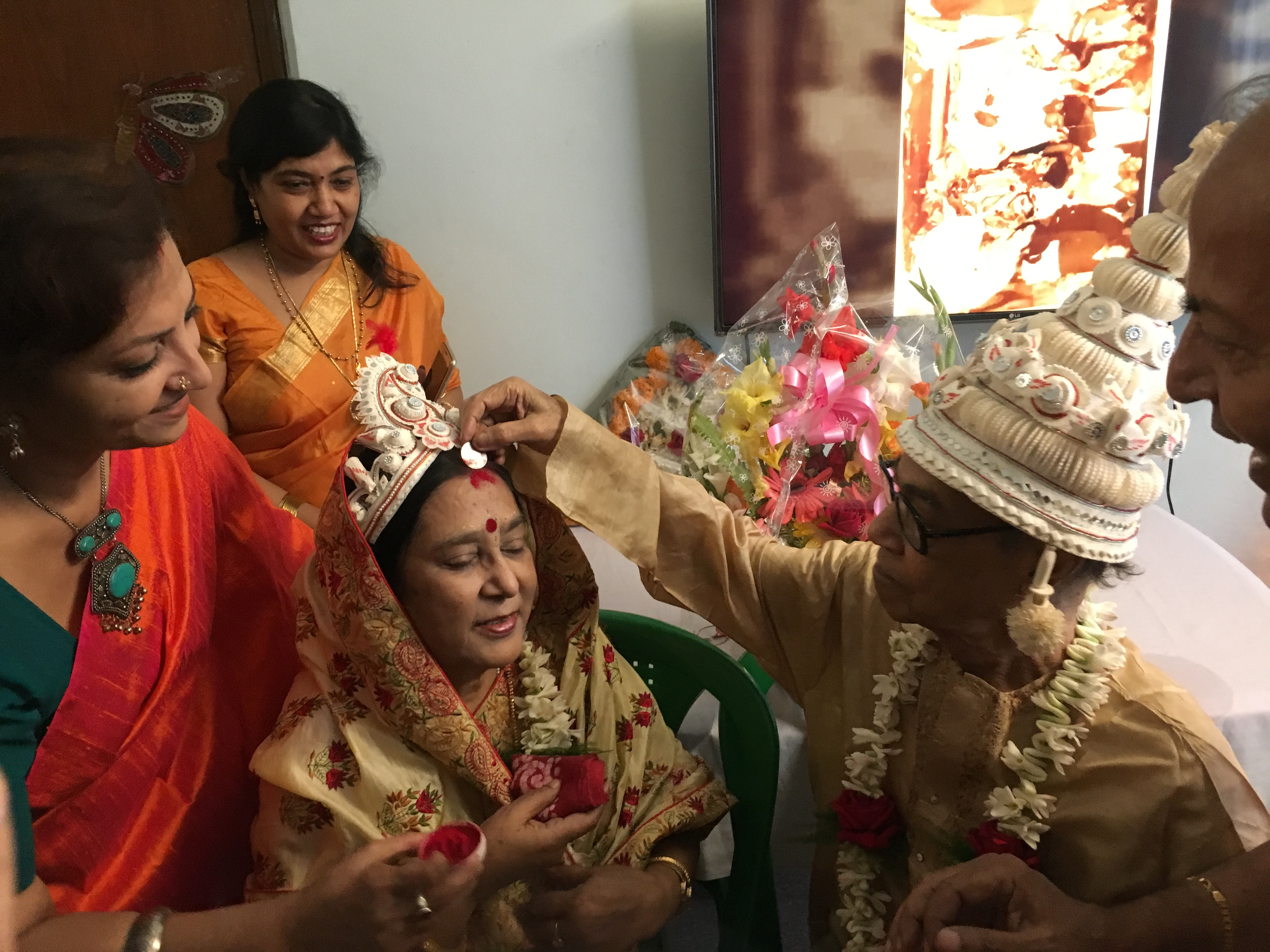 File:Sindoor-daan- Adorning the bride's hair partition with