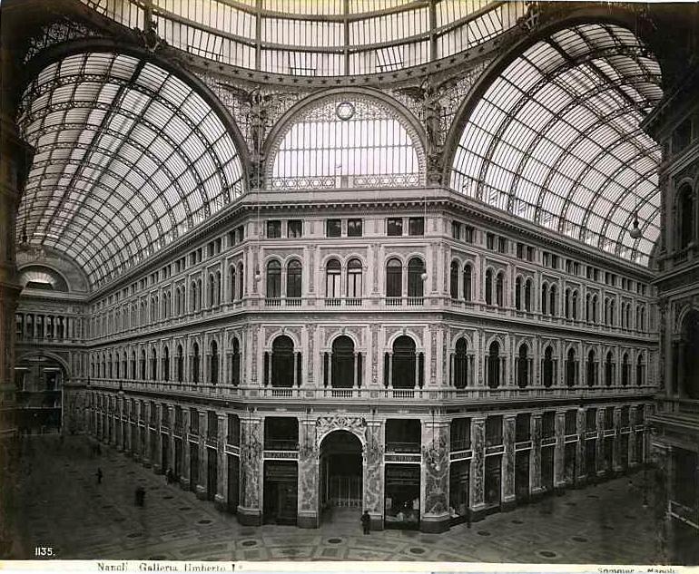 Galleria Umberto dans le quartier de San Ferdinando à Naples - Photo de Giorgio Sommer