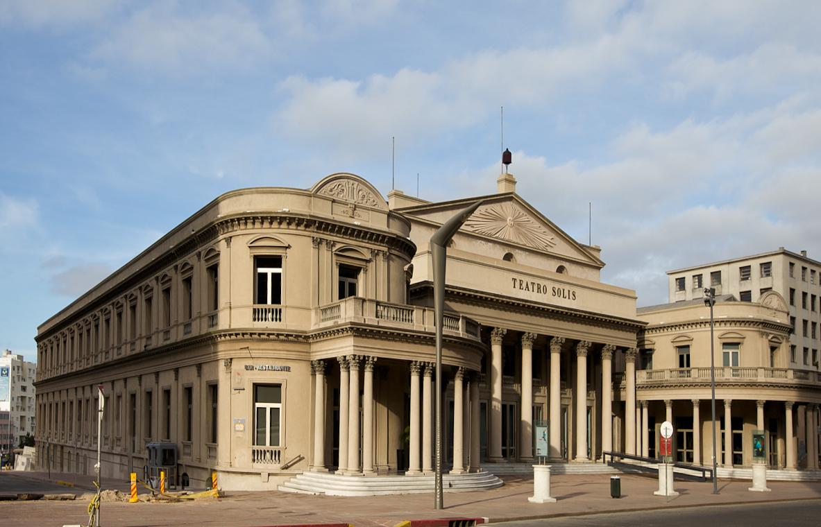 Resultado de imagem para Teatro Solís em montevidéu