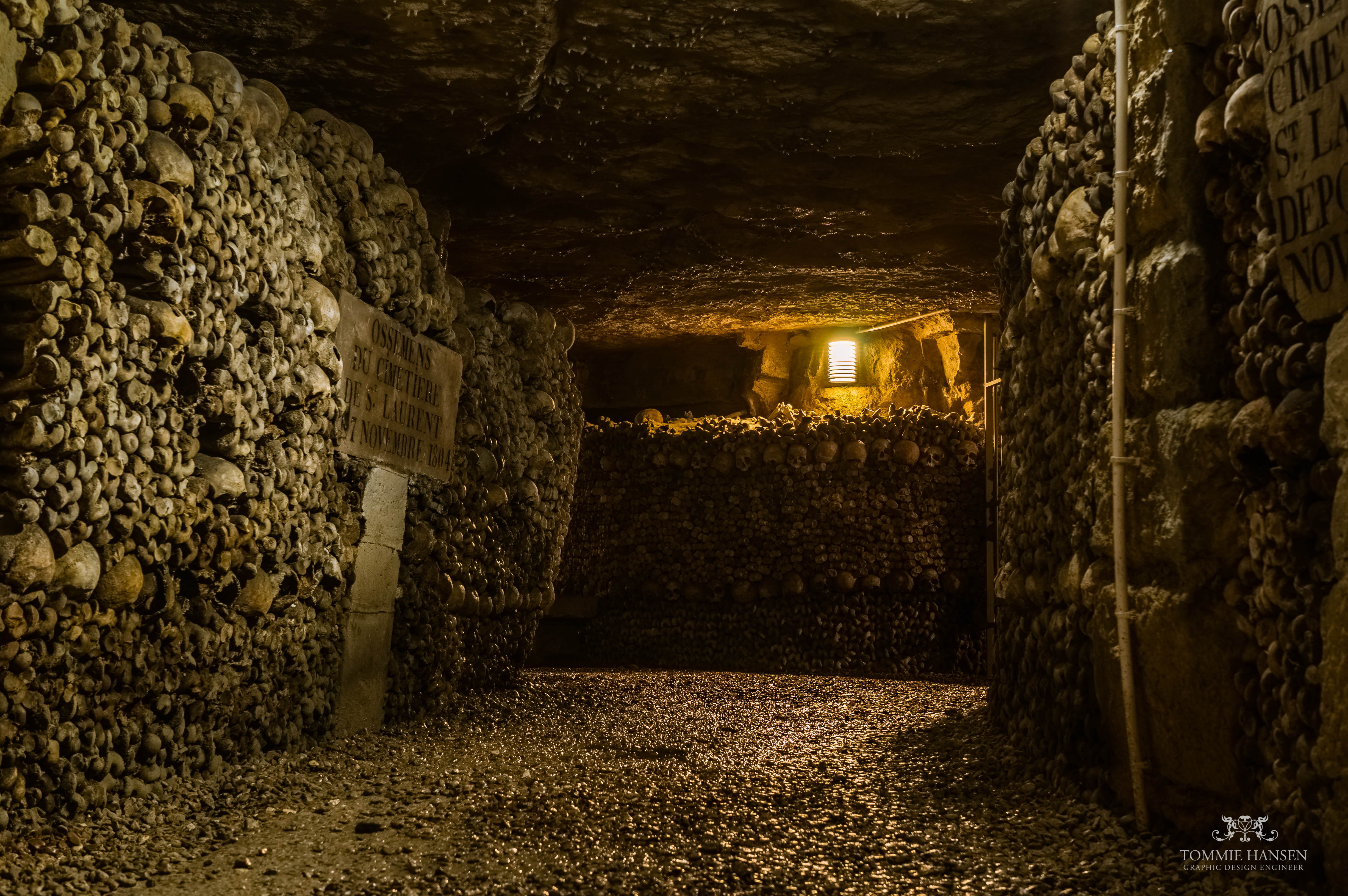 File:The Catacombs of Paris 2, France August 2013.jpg