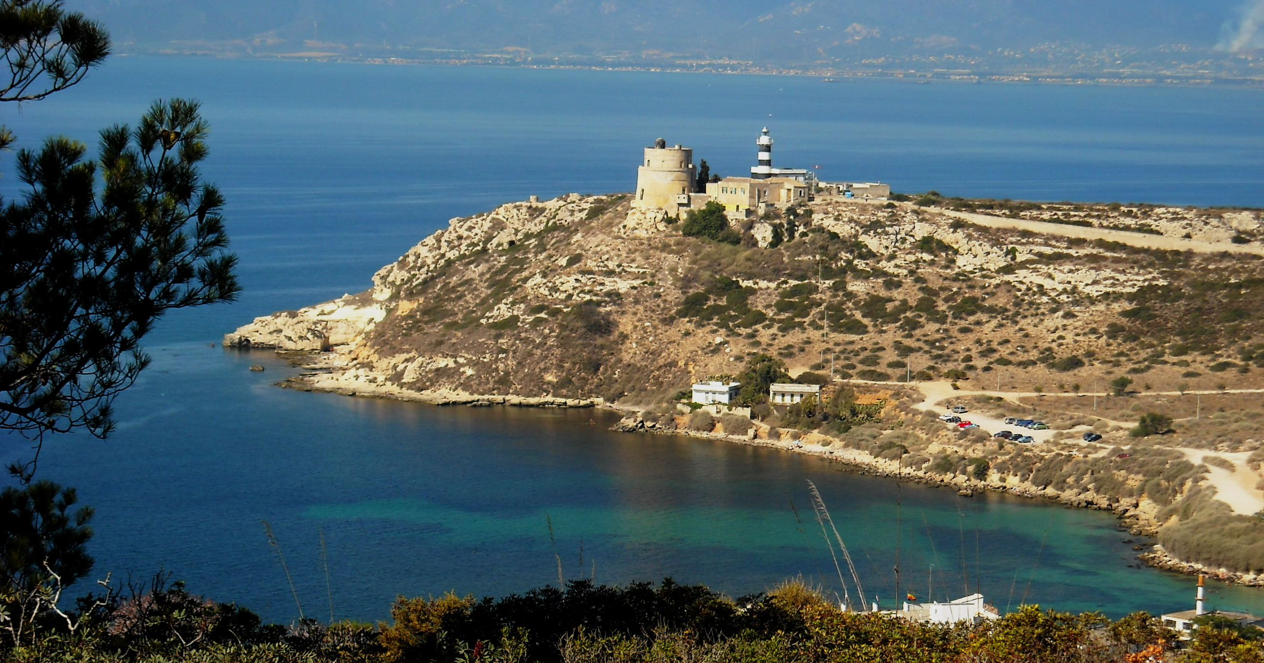 File:Torre e faro di Calamosca.jpg - Wikimedia Commons