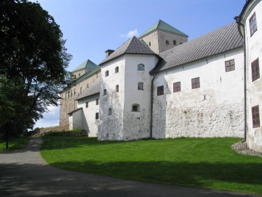 Tiedosto:Turku Castle bailey.jpg