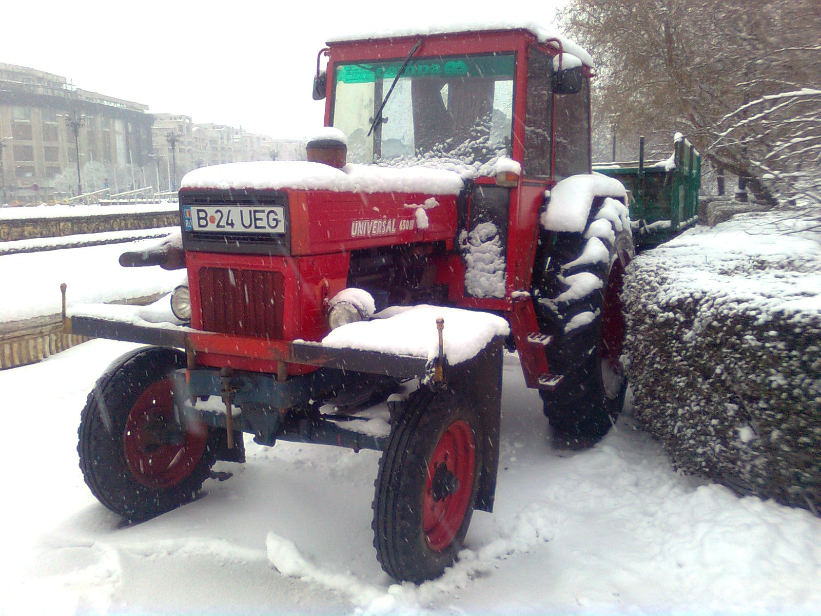 file utb tractor universal 650m in winter 2011 jpg wikimedia commons rh commons wikimedia org Universal Tractors Romania Universal Tractors Romania