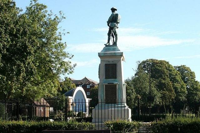 War Memorial, Trowbridge Park - geograph.org.uk - 556015