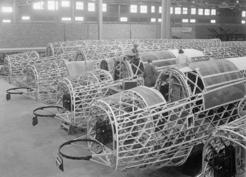 Wellingtons_under_construction_WWII_IWM_