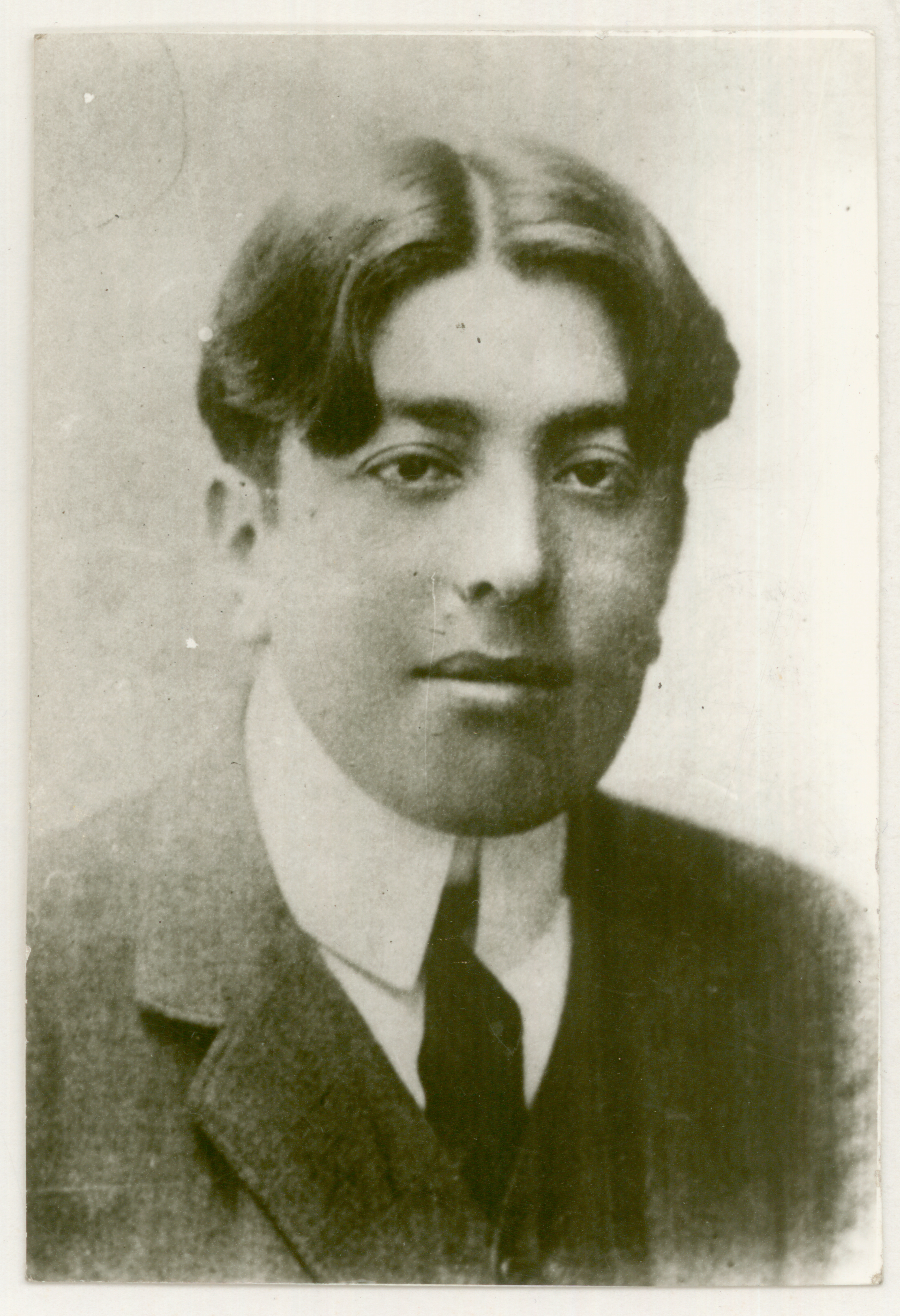 Photograph from the Collection Aníbal Barrios Pintos, [[National Library of Uruguay]].