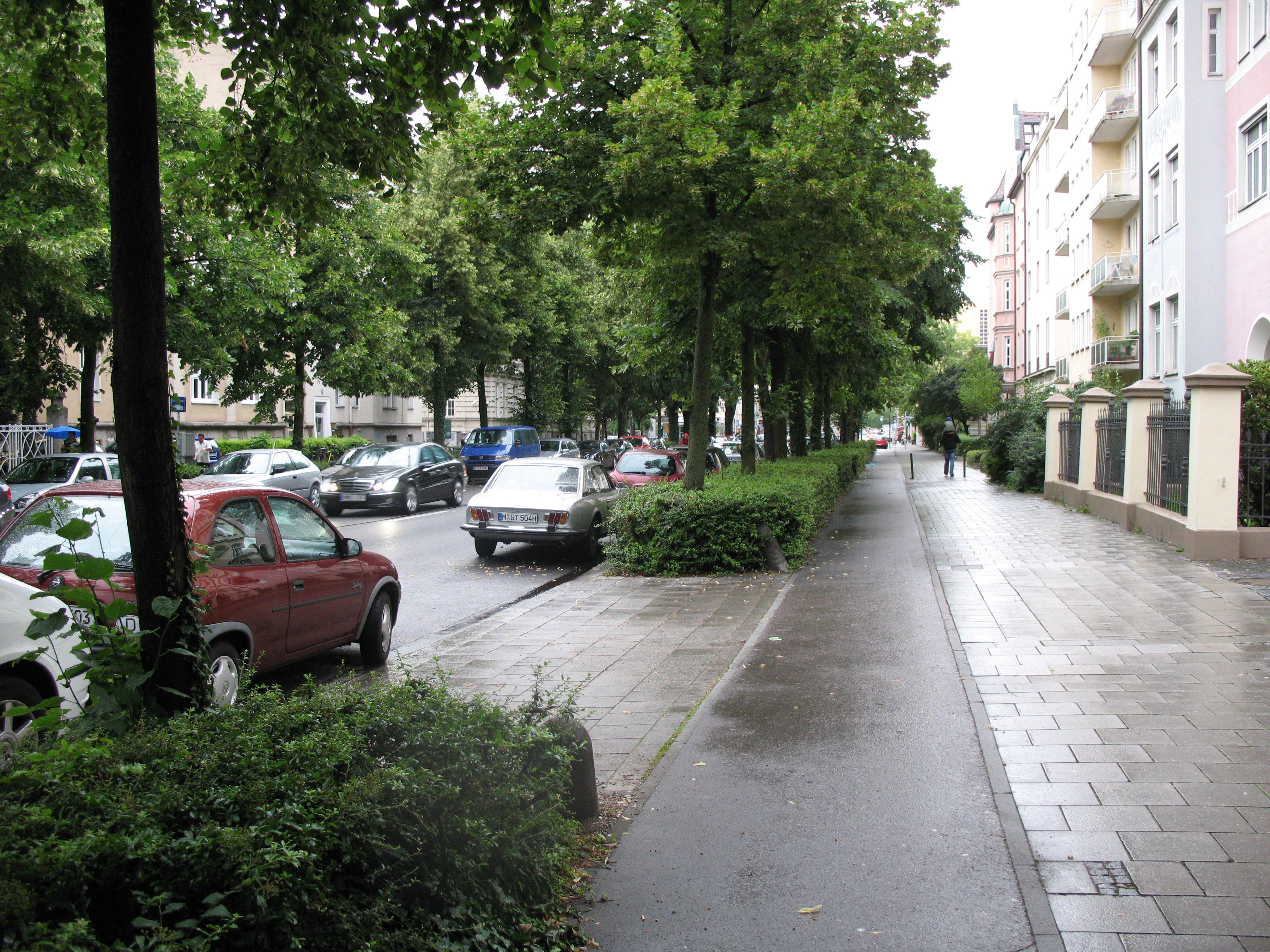 Radweg in der Münchner Goethestraße